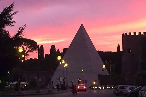 Pirâmide em Roma